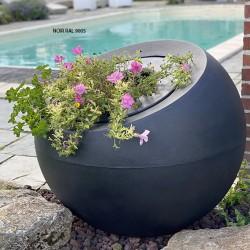 Pots de fleurs sphériques...